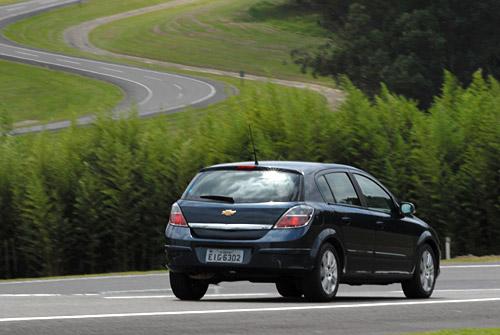 La mejor alternativa fue manejar el Astra GT con sus 2 litros y caja manual.