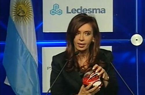 Cristina con un E-NV en sus manos.