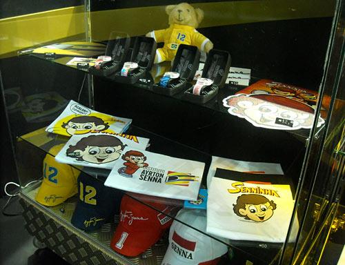 Merchandising de Senna en el Salón de San Pablo.