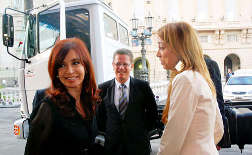 Cristina Fernández, Roland Zey y Débora Giorgi - Foto: Télam