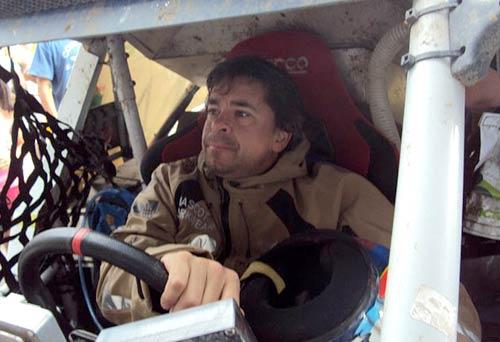 Fontana al mando de su buggy Mcrae en el Dakar 2011. Foto: Facebook