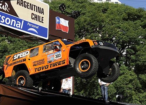 El Hummer de Gordon en la largada del Dakar Argentina-Chile 2011