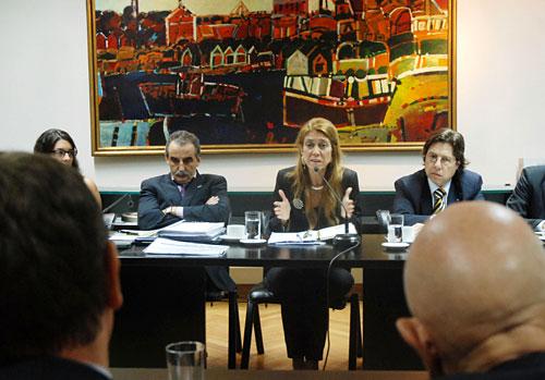 Giorgi, Moreno y Bianchi frente a los representantes de CIDOA.
