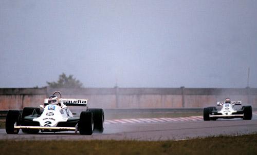 Reutemann adelante, Jones detrás.