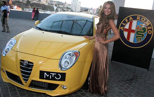 Carolina Ardohain y el Alfa Romeo MiTo.