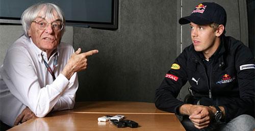 Ecclestone y Vettel charlan en la previa del GP de Bélgica de 2009.