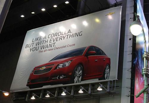 Aviso de vía pública de Chevrolet Cruze en Times Square. - Foto: GM Authority