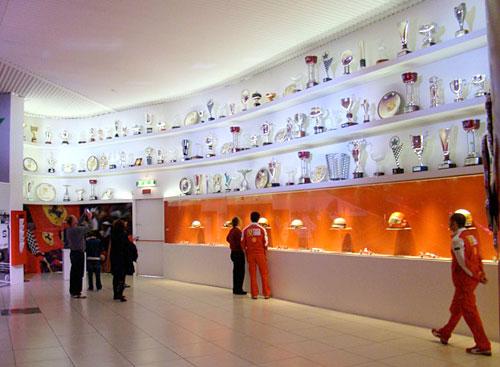 Trofeos en el Museo Ferrari.
