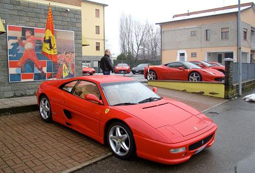 Prueba de Ferrari en las calles de Módena.
