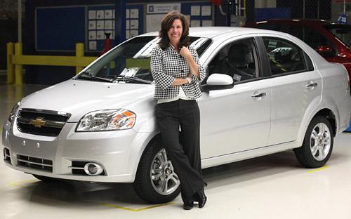Grace D. Lieblein junto a un Chevrolet Aveo. Foto: Estrategias de éxito