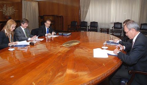 Débora Giorgi, Amado Boudou y Guillermo Moreno frente a Enrique Alemañy.