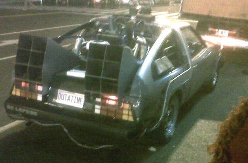 El falso De Lorean, basado en una Toyota Celica, en la filmación del comercial de Garbarino