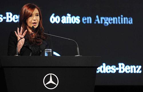 Cristina Fernández en el acto del 60 aniversario de Mercedes-Benz Argentina.