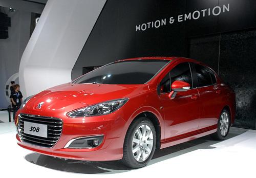 Peugeot 308 sedán chino - Foto: car.autohome.com.cn