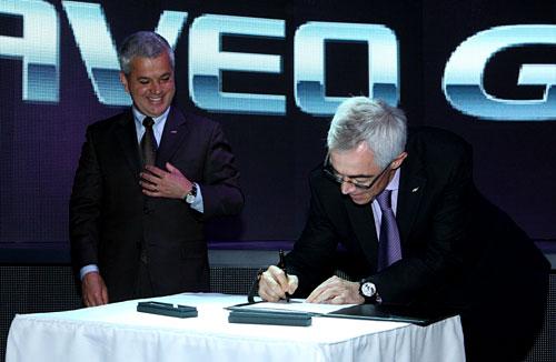 Sergio Rocha, presidente de GM Argentina junto a Jaime Ardila, Presidente de GM Sudamérica.