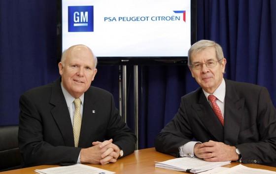 Dan Akerson, CEO de GM y Philippe Varin, presidente del consejo de administración de PSA.