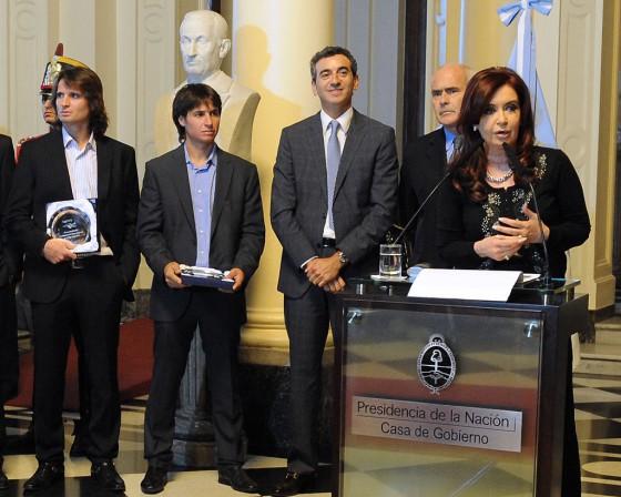 Cristina Fernández en Casa Rosada junto a los hermanos Patronelli.
