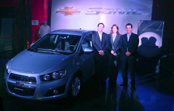 Bernardo García, Director de Comunicación de GM Argentina, Isela Costantini y Paul Orth Riveroll.