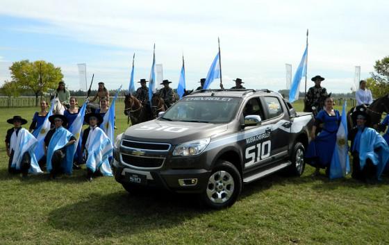 La nueva S-10 fue presentada en Luján, en un ambiente bien campero.