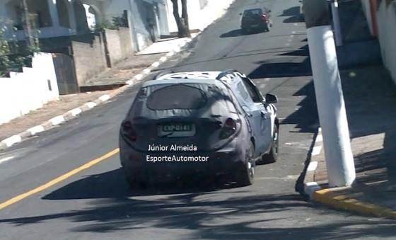 Chevrolet Enjoy camuflada en Brasil - Foto: Esporte automotor
