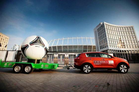 Como en el Mundial, Kia presentó la flota de vehículos para la Eurocopa