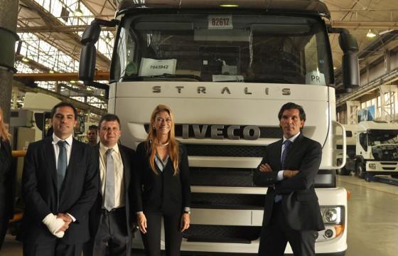 Débora Giorgi, recorrió la planta industria del grupo Fiat en Córdoba.
