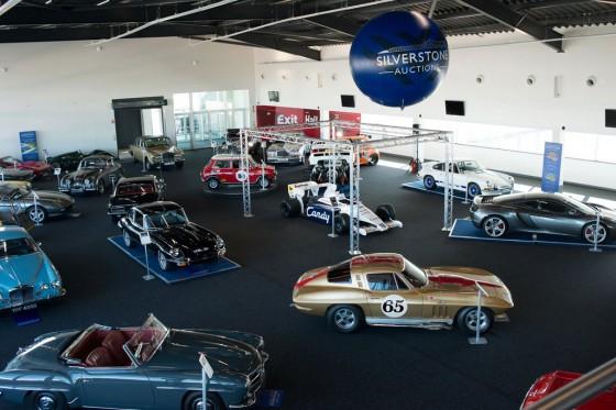 Los autos subastados y el Toleman de Senna en el centro.