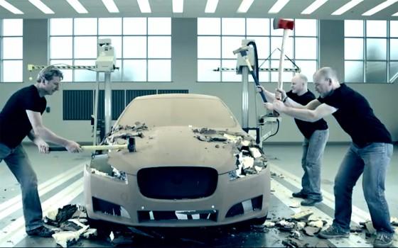 Jaguar muestra qué pasa con los modelos de arcilla a escala.
