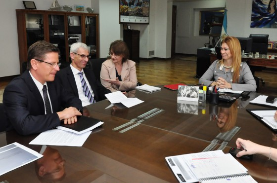 Zey, Ziegler y Giorgi durante el anuncio de la producción de Mercedes-Benz en Argentina.