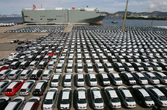 El patio de uno de los puertos brasileños repleto de autos.