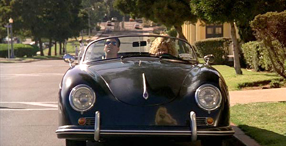 Tom Cruise, Kelly McGillis y el Porsche que se ve en Top Gun.