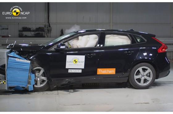 El Volvo V40, con su airbag para peatones, ya es el auto más seguro de su segmento