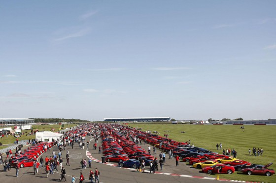 Casi mil Ferraris se juntaron en Silverstone para lograr un nuevo récord Guinness