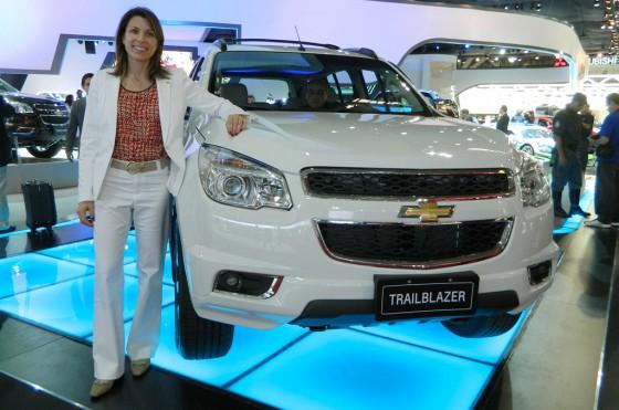 Isela Costantini junto a la Chevrolet Trailblazer en el Salón de San Pablo 2012.