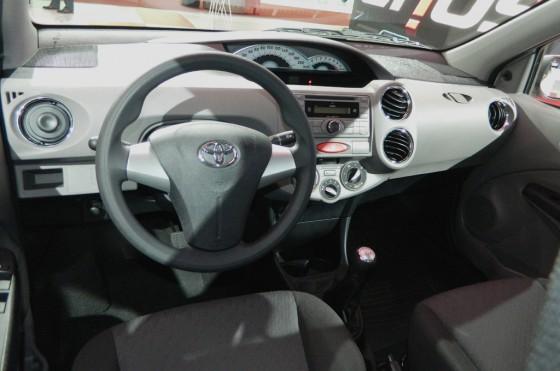 El interior del Toyota Etios en el Salón de San Pablo 2012