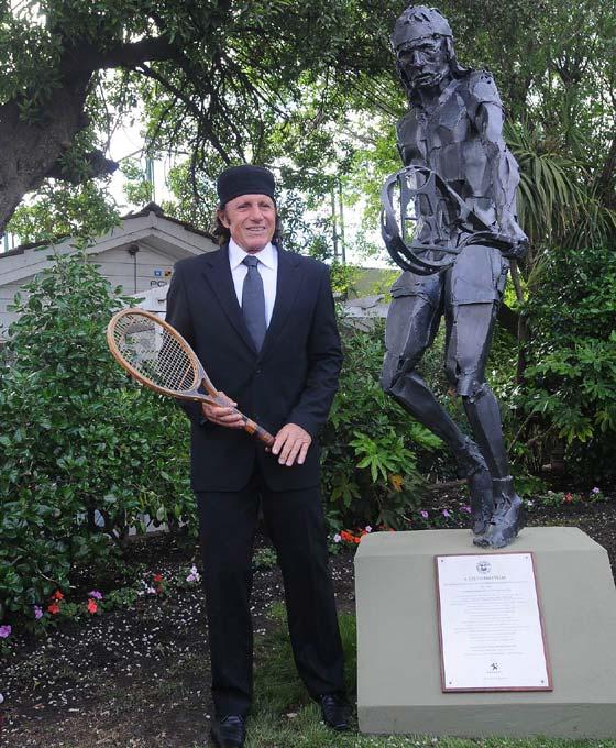 De la mano de Peugeot, Vilas tiene su propia escultura-homenaje