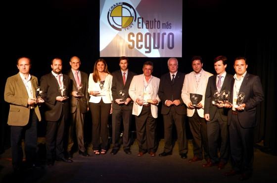 Los representantes de las marcas ganadoras en los Autos más Seguros 2012.