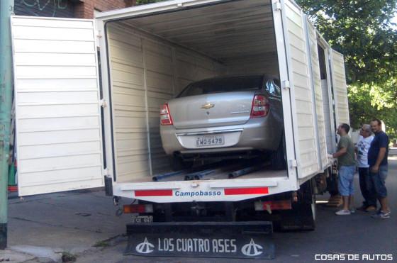 Un Chevrolet Cobalt suelto en Buenos Aires