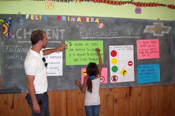 """RSE: el Programa """"Futuro sobre Ruedas"""" de Chevrolet benefició a más de 4.400 chicos en 2012"""