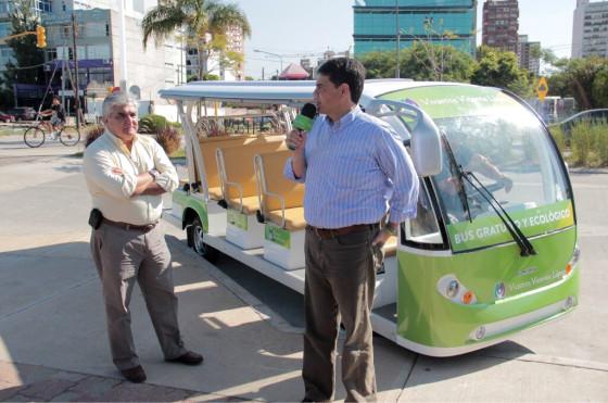 <strong>Jorge Macri presentando el bus eléctrico gratuito del Paseo de la Costa.</strong>