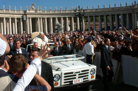 Juan Pablo II a bordo del Fiat Campagnola antes del atentado.