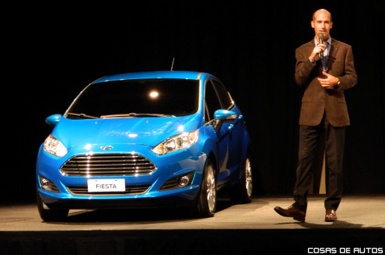 Ricardo Flammini, Director de marketing y ventas, junto al Ford Fiesta KD.