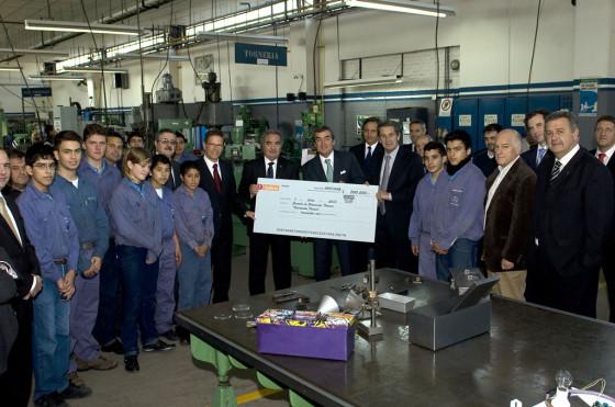 Donación para la escuela técnica Fundación Fangio