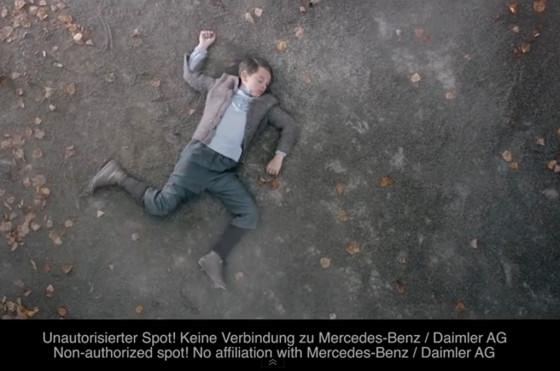 Polémica por falso comercial en el que un Mercedes-Benz atropella a Hitler