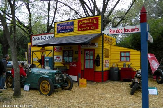 Stand del Club de Autos y Motos Clásicas de Tigre