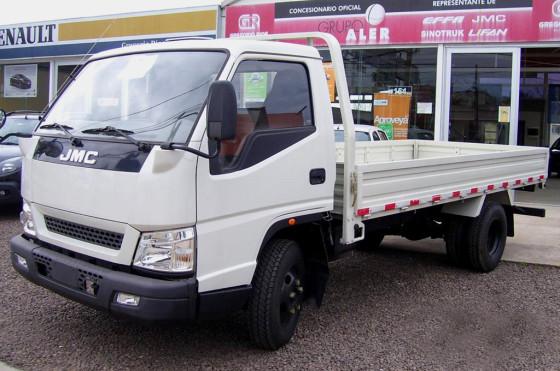 Camión JMC hecho y comercializado en Uruguay.