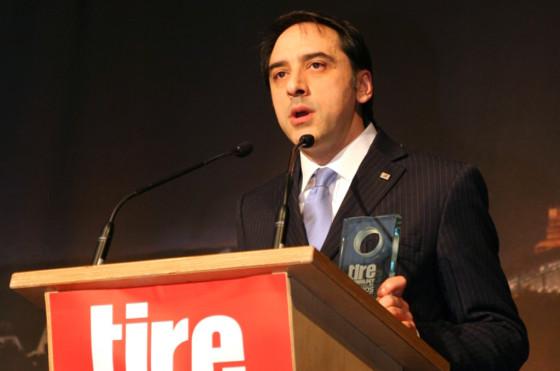 El premio fue entregado a <strong>Emilio Tiberio</strong>, Director de Desarrollo de Neumáticos Centro Técnico de Bridgestone Europe, durante la Expo Tecnología del Neumático de 2014 celebrada en Colonia, Alemania.