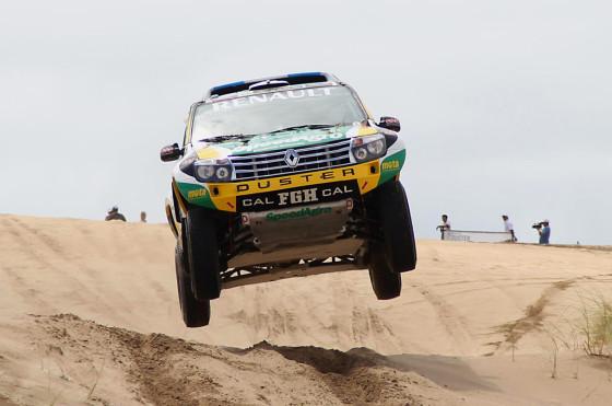 Renault Duster Dakar en los médanos de Pinamar