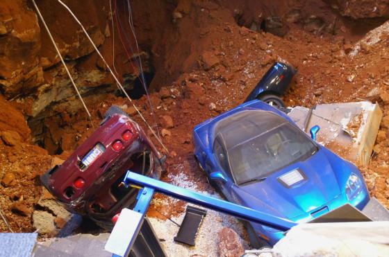 Derrumbe increíble: el Museo Corvette perdió varios autos históricos porque se los tragó la tierra