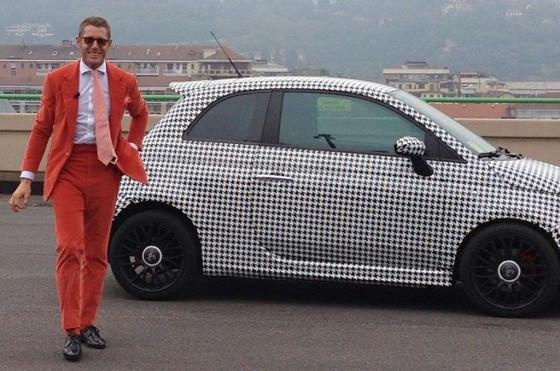 Lapo Elkann junto al Fiat 500 - Foto: Facebook
